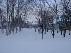一面雪景色の工場内