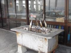店の前では鰊を焼いている